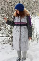 Женское темно-фиолетовое зимнее пальто с мехом (шуба)